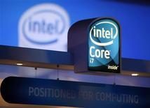 <p>Intel, premier producteur mondial de semi-conducteurs, annonce renoncer à donner une prévision de chiffre d'affaires pour le premier trimestre en raison des incertitudes économiques. /Photo prise le 9 janvier 2009/REUTERS/Rick Wilking</p>