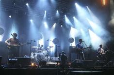 <p>British rock band Arctic Monkeys perform during a concert at the Benicassim International Festival in the eastern Spanish town of Benicassim, July 22, 2007. REUTERS/Heino Kalis</p>