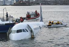 <p>Passengers are rescued after a U.S. Airways plane crashed into the Hudson River in New York January 15, 2009. A US Airways jet with more than 150 people on board came down into the frigid Hudson River off Manhattan after apparently hitting a flock of geese on Thursday and officials said everyone was rescued. REUTERS/Eric Thayer</p>