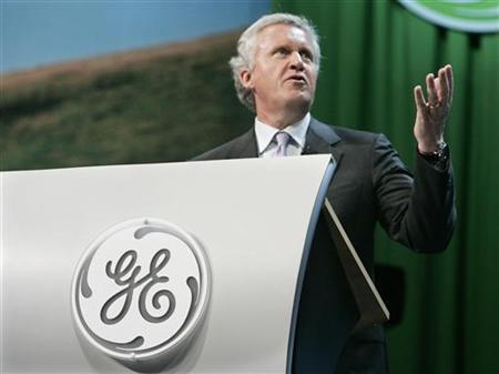 Jeffrey R. Immelt, chairman and chief executive of General Electric leads a discussion with business leaders at an Ecomagination news conference at Universal Studios in Los Angeles, California in this May 24, 2007 file photo. REUTERS/Fred Prouser