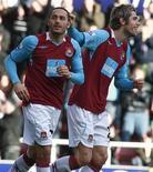 <p>Di Michele, do West Ham, comemora com colegas gol marcado durante partida contra o Fulham neste domingo, no Campeonato Inglês. REUTERS/Andrew Parsons</p>