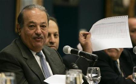 Mexican billionaire Carlos Slim speaks during an interview with foreign correspondents in Mexico City, September 30, 2008. REUTERS/Felipe Courzo