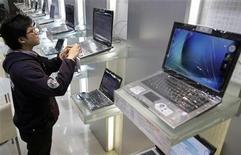 <p>Nell'ultimo trimestre le vendite di pc in Asia sono calate del 5% rispetto all'anno precedente. REUTERS/Pichi Chuang (TAIWAN)</p>