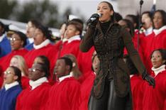 <p>Singer Beyonce performs at the 'We Are One': Opening Inaugural Celebration at the Lincoln Memorial in Washington January 18, 2009. REUTERS/Jim Young</p>