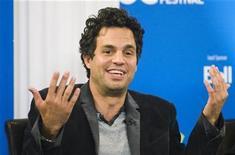 """<p>El actor Mark Ruffalo en una conferencia de prensa durante el festival de cine de Toronto, 9 sep 2009. La primera película del actor Mark Ruffalo como director, """"Sympathy for Delicious"""", retomó su filmación luego de que un revés personal interrumpiera el proyecto. REUTERS/Mark Blinch (CANADA)</p>"""
