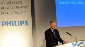 <p>Le directeur général de Philips Gerard Kleisterlee, en conférence de presse à Amsterdam. Le groupe néerlandais annonce 6.000 suppressions d'emplois et une perte nette de 1,5 milliard d'euros au titre du quatrième trimestre, frappé de plein fouet par la crise économique comme ses concurrents du secteur de l'électronique grand public. /Photo prise le 26 janvier 2009/REUTERS/Toussaint Kluiters/United Photos</p>