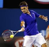 <p>O tenista número 2 do mundo, Roger Federer, conseguiu chegar à semifinal do Aberto da Austrália, e enfrentará o norte-americano Andy Roddick, depois de vencer o argentino Juan Martin del Potro nesta terça-feira. REUTERS/Tim Wimborne</p>