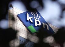 <p>KPN annonce un résultat brut d'exploitation (Ebitda) trimestriel conforme aux attentes des analystes financiers, à la faveur de la progression des ventes de la division services de sa filiale allemande de téléphonie mobile E-Plus. /Photo d'archives/REUTERS/Vincent Boon</p>