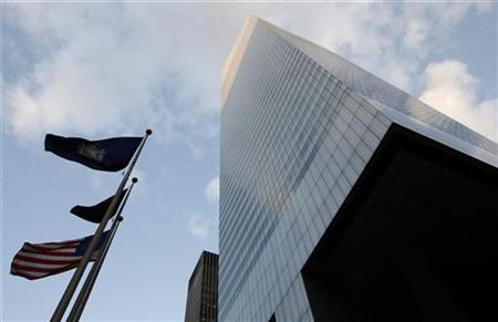 Wind blows the flags outside the Citigroup building in New York November 17, 2008. REUTERS/Chip East