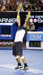 <p>O tenista espanhol Rafal Nadal comemora vitória sobre o francês Gilles Simon, nas quartas-de-final do Aberto da Austrália, em Melbourne. REUTERS/Tim Wimborne (AUSTRALIA)</p>