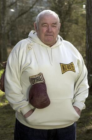 Swedish heavyweight boxing champion Ingemar Johansson (Ingo Johansson) is pictured in his home on Dalaroe in the Stockholm archipelago in 2001. REUTERS/Leif R Jansson/SCANPIX