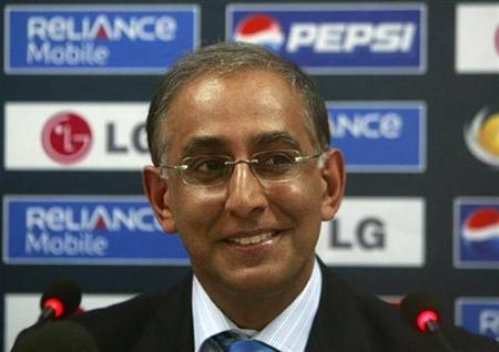 International Cricket Council (ICC) Chief Executive Haroon Lorgat speaks during a news conference at National stadium in Karachi, August 12, 2008. REUTERS/Athar Hussain