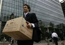 <p>A worker carries a box out of the U.S. investment bank Lehman Brothers offices in the Canary Wharf district of London September 15, 2008. REUTERS/Andrew Winning</p>