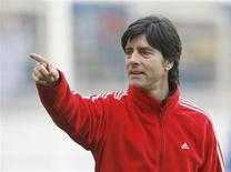 <p>Técnico da seleção alemã convoca o jovem Oezil e chama de volta ao time o meia Torsten Frings e o capitão Michael Ballack para amistoso contra noruega na semana que vem. REUTERS/Ina Fassbender</p>