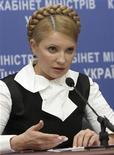 <p>Юлия Тимошенко выступает на пресс-конференции в Киеве, 22 января 2009 года. Правительство Украины ведет переговоры с Россией, США, Евросоюзом, Китаем и Японией о получении кредитов для покрытия планового дефицита государственного бюджета, сообщила премьер-министр Юлия Тимошенко. REUTERS/Alexander Prokopenko/Pool</p>