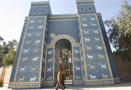 Iraqi soldiers walk past a replica of the Ishtar Gate of Ancient Babylon, 135 km (85 miles) south of Baghdad, January 13, 2009. REUTERS/Atef Hassan