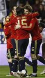 <p>Os atacantes David Villa e Fernando Llorente marcaram um gol em cada tempo para dar a vitória à seleção espanhola sobre a Inglaterra por 2 x 0 em amistoso disputado na quarta-feira em Sevilla. REUTERS/Marcelo Del Pozo</p>