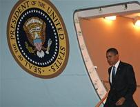 <p>Il presidente Usa Barack Obama all'uscita dall'aereo presidenziale a Washington. REUTERS/Jim Young (UNITED STATES)</p>