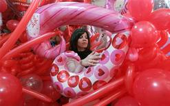 <p>A vendor displays heart-shaped balloons for Valentine's Day in a shop in Beirut February 13, 2009. REUTERS/ Cynthia Karam</p>
