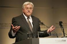 <p>Le ministre allemand des Affaires étrangères Frank-Walter Steinmeier, qui brigue la chancellerie au nom du SPD, a écourté son prénom à l'approche des élections législatives du 17 septembre prochain. /Photo prise le 6 février 2009/REUTERS/Kai Moerk/Pool</p>