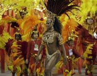 <p>Rayssa Oliveira, drum queen of the Beija-Flor samba school, dances on the second night of parades by the top samba groups in Rio de Janeiro's Sambadrome February 5, 2008. REUTERS/Sergio Moraes</p>