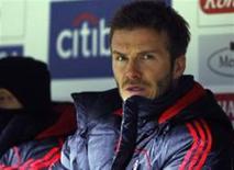 <p>David Beckham, do Milan, acompanha partida de seu time contra o Werder Bremen pela Copa da UEFA. O Milan deseja tê-lo até o fim da próxima temporada. REUTERS/Christian Charisius (GERMANY)</p>