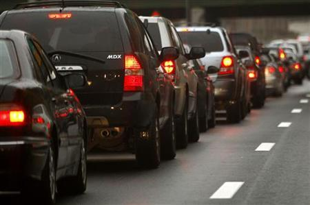 Automobiles wait in a traffic jam on a New York City highway in this November 20, 2007 file photo. Americans drove fewer miles in December for the 14th month in a row, but the decline was not as steep as in previous months thanks to cheaper gasoline prices that encouraged additional travel in some states, the U.S. Transportation Department said on Thursday. REUTERS/Mike Segar