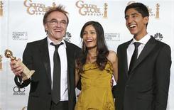 """<p>O diretor e os protagonistas de """"Quem quer ser um milionário"""", na cerimônia do Globo de Ouro REUTERS/Lucy Nicholson (UNITED STATES)</p>"""