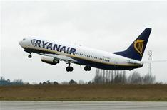 <p>Un volo Ryanair al decollo. REUTERS/Yves Herman/Files</p>