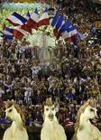 <p>Carro-alegórico da escola Grande Rio durante desfile na Marques de Sapucaí, na madrugada desta segunda-feira. REUTERS/Fernando Soutello</p>