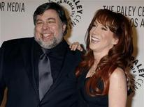 <p>Steve Wozniak con l'attrice Kathy Griffin, sua compagna. REUTERS/Fred Prouser</p>
