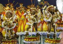 <p>Revellers of Unidas da Tijuca samba school dance atop a float during the first night of the Carnival parade in Rio de Janeiro's Sambadrome, early February 23, 2009. REUTERS/Sergio Moraes</p>