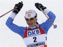 <p>Arianna Follis taglia il traguardo per prima a Liberec, nella Repubblica Ceca. REUTERS/Leonhard Foeger</p>