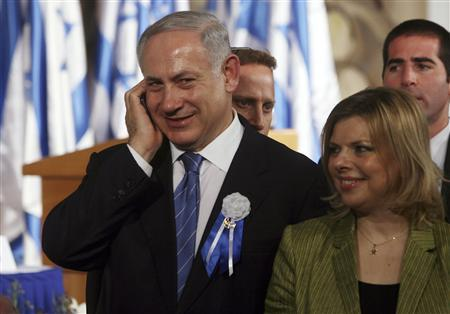 Israel's Likud Party leader Benjamin Netanyahu (L) stands with his wife Sara after the swearing-in ceremony of the 18th Knesset, the new Israeli parliament, in Jerusalem February 24, 2009. REUTERS/Jim Hollander/Pool