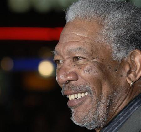 Morgan Freeman poses at the premiere of ''The Bucket List '' in London January 23, 2008. REUTERS/Anthony Harvey