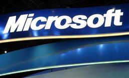 <p>Immagine d'archivio di una insegna di Microsoft. REUTERS/Rick Wilking (UNITED STATES)</p>