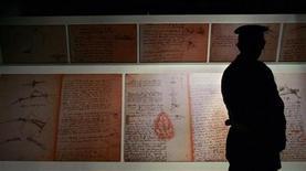 <p>A security guard looks at Leonardo Da Vinci's scrapbooks of the 'Codex on the flight of birds' at the Mole Vanvitelliana in Ancona, central Italy, October 14, 2005. REUTERS/Alessia Pierdomenico</p>