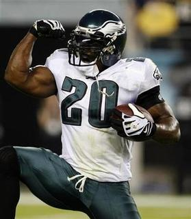 Philadelphia Eagles safety Brian Dawkins celebrates after recovering a fumble from the Pittsburgh Steelers during the fourth quarter of NFL football game action in Philadelphia, Pennsylvania, September 21, 2008. REUTERS/Tim Shaffer