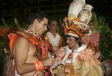 "<p>Reuters correspondent Stuart Grudgings (L) interviews another reveller of the Estacio de Sa samba school during the ""Group B"" Carnival parade in Rio de Janeiro's Sambadrome February 21, 2009. To match WITNESS-CARNIVAL REUTERS/Stringer</p>"