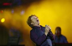 <p>Mick Hucknall, lead singer of Simply Red, performs during the 50th International Song Festival in Vina Del Mar city, about 75 miles (121 km) northwest of Santiago, February 26, 2009. REUTERS/Eliseo Fernandez</p>