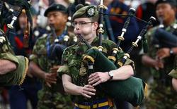 <p>A soldier plays his bagpipes while marching with colleagues during rehearsals for the forthcoming Edinburgh Military Tattoo at Redford Barracks in Edinburgh, Scotland on July 30, 2008. REUTERS/David Moir</p>