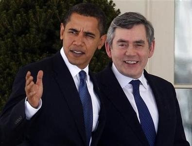 U.S. President Barack Obama and Prime Minister Gordon Brown walk through the Colonnade at the White House in Washington, March 3, 2009. REUTERS/Jim Young