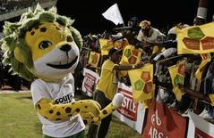 <p>Zakumi, mascote oficial da Copa do Mundo de 2010, durante amistoso na África do Sul, em fevereiro. A Fifa cobrou nesta terça-feira mais empenho do país-sede em divulgar a Copa das Confederações deste anos e a Copa de 2010. REUTERS/Siphiwe Sibeko (SOUTH AFRICA)</p>