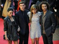 """<p>Foto de archivo del elenco del filme """"High School Musical III"""" en Leicester Square, Londres, 7 oct 2008. La exitosa franquicia adolescente """"High School Musical"""" de Walt Disney Co vuelve por cuarta vez, pero con un nuevo elenco de personajes, dijo el martes la compañía. REUTERS/Kieran Doherty</p>"""