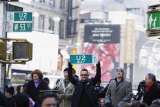 <p>Membros do grupo de rock U2, Adam Clayton, Bono Vox e Edge, em Nova York. O U2 acaba de lançar esta semana seu primeiro álbum desde 2004, mas a banda de rock irlandesa já planeja uma sequência para ser lançada no próximo ano. REUTERS/Lucas Jackson (ESTADOS UNIDOS)</p>