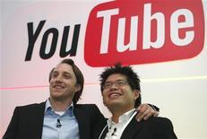 <p>O YouTube e o Universal Music Group estão discutindo a criação de um site de videoclipes, disseram fontes próximas ao projeto.</p>