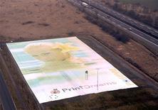 <p>Segundo a PrintDreams, a imagem impressa em mais de 110 mil folhas de papel, é tão grande que um estacionamento inteiro próximo à feira cedeu espaço para a sua exibição.</p>