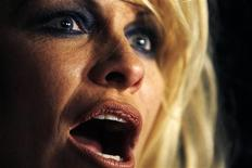<p>Actress Pamela Anderson is seen backstage before the start of British designer Vivienne Westwood's Fall/Winter 2009/10 women's ready-to-wear fashion collection during Paris Fashion Week March 6, 2009. REUTERS/Jacky Naegelen</p>