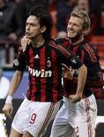 <p>O jogador do Milan Filipo Inzaghi comemora com o companheiro de time David Beckham depois de marcar gol contra o Atalanta na Série A Italiana de futebol, no dia 8 de março de 2009. REUTERS/Alessandro Garofalo (ITÁLIA)</p>