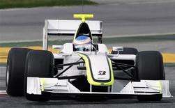 <p>Piloto da Brawn GP Jenson Button durante teste da Fórmula 1 na Espanha, nesta segunda-feira. O brasileiro Rubens Barrichello é o outro piloto da escuderia. REUTERS/Albert Gea (ESPANHA)</p>